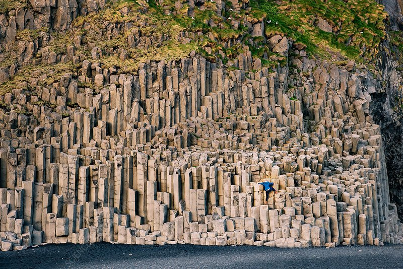 C0381525-Basalt_columns,_Reynisfjara,_Iceland.jpg